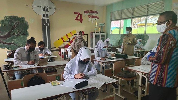 Gubernur Sutarmidji Tinjau Langsung Belajar Tatap Muka di SMAN 3 Pontianak