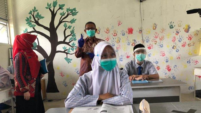 Gubernur Sutarmidji Tinjau Simulasi Belajar Tatap Muka di SMAN 1 Pontianak