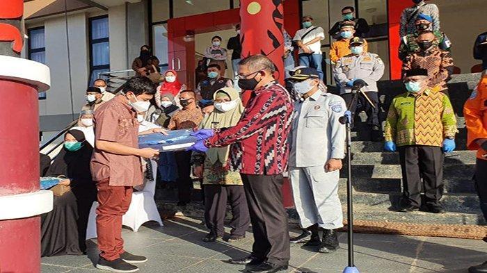 Gubernur Kalbar Terima 4 Jenazah Korban Sriwijaya Air dan Serahkan Santunan dari Jasa Raharja Kalbar