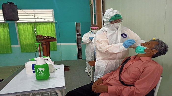 Satuan Tugas Penanganan Covid-19 Provinsi Kalimantan Barat saat ini sudah mulai melakukan pemeriksaan swab test PCR bagi guru dan swab rapit tes antigen bagi siswa SMK, SMA baik Negeri maupun swasta di Kalimantan Barat yang melakukan belajar tatap muka sejak 22 Februari 2021 kemarin.