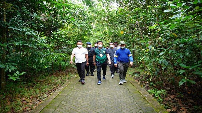 Menteri Pertanian RI Syahrul Yasin Limpo Nikmati Jogging di Taman Digulis Untan Pontianak