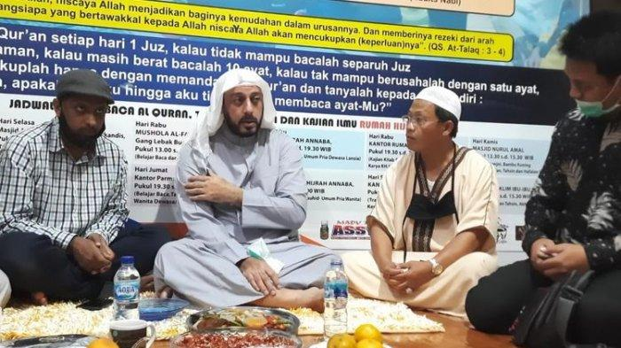 Syekh Ali Jaber Yakin Penusuknya Orang Suruhan, 'Bukan Orang Gila Seperti Itu'