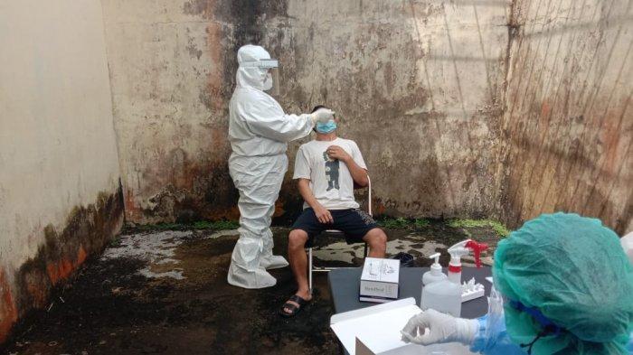 Cegah Covid-19 di Rutan, Sat Tahti Polres Melawi Swab Antigen Tahanan dan Semprot Disinfektan