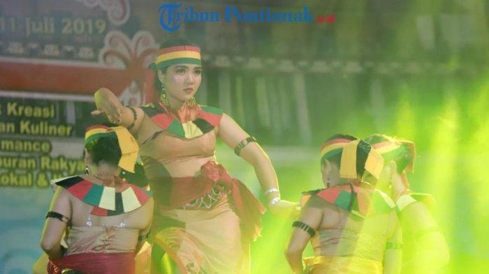 FOTO: Lomba Tari Dayak Kreasi dalam Festival Budaya Dayak ke-1 Kalimantan Barat di Bengkayang - tari-dayak-kreasi-dalam-festival-budaya-dayak-ke-1-2.jpg