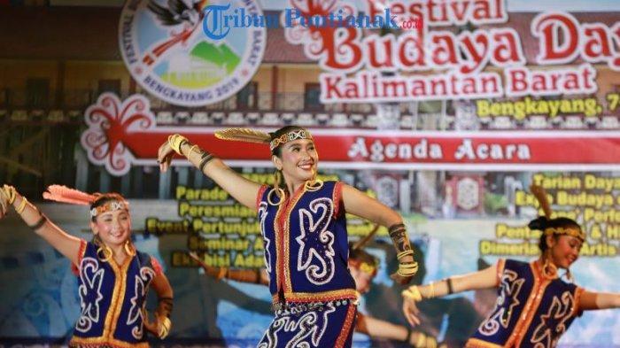 FOTO: Lomba Tari Dayak Kreasi dalam Festival Budaya Dayak ke-1 Kalimantan Barat di Bengkayang - tari-dayak-kreasi-dalam-festival-budaya-dayak-ke-1-3.jpg