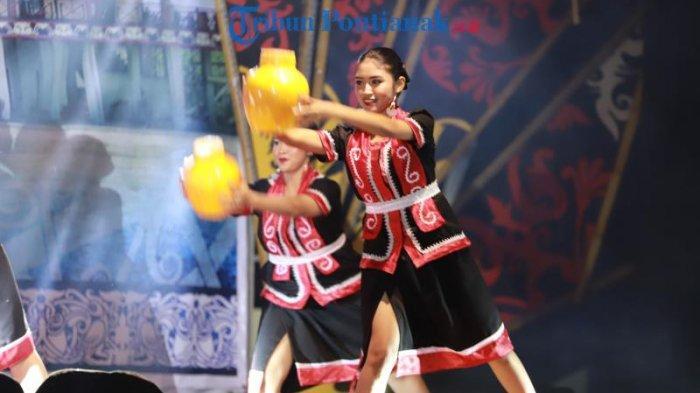 FOTO: Lomba Tari Dayak Kreasi dalam Festival Budaya Dayak ke-1 Kalimantan Barat di Bengkayang - tari-dayak-kreasi-dalam-festival-budaya-dayak-ke-1-4.jpg