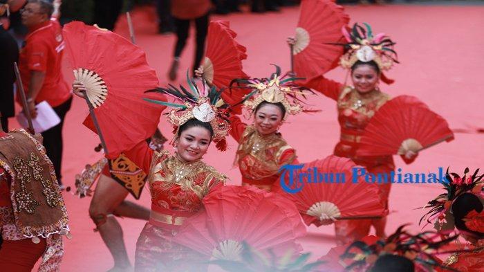 EKSOTISME Tatung Cap Go Meh Singkawang 2020 - Mata Dunia Tertuju ke Kota Seribu Kelenteng, Kota Amoy - tari-pembuka-cap-go-meh-singkawang-2.jpg