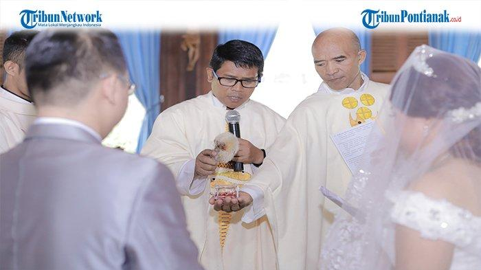 Tata Cara Liturgi Pertunangan Katolik Lengkap Doa Pemberkatan Cincin dan Ucapan Janji Pasangan