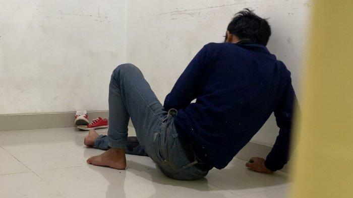FOTO: Pelaku Pencurian HP Mendapat Pengobatan Luka Tembak - td-pelaku-pencurian-handphone-mendapat-pengobatan-3.jpg