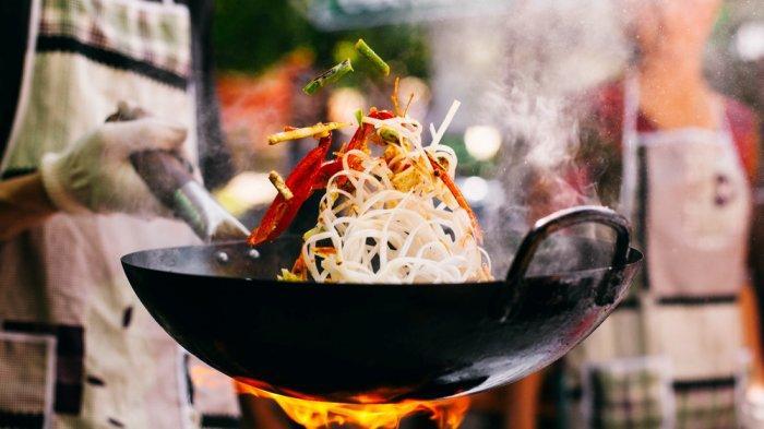 TEKNIK Dasar Pengolahan Bahan Pangan Dibedakan Menjadi 2, Apa Itu Deep Frying dan Shallow Frying?