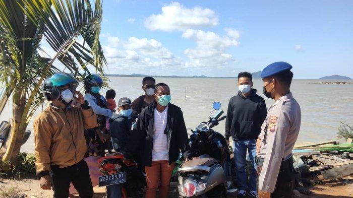 Personel Sat Polair Sampaikan Pesan Kamtibmas & Protokol Kesehatan pada Warga di Dermaga Teluk Suak