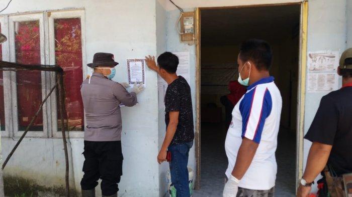 Bhabinkamtibmas Desa Labai Mandiri Melakukan Penyemprotan Disinfektan dan Sampaikan Maklumat Kapolri