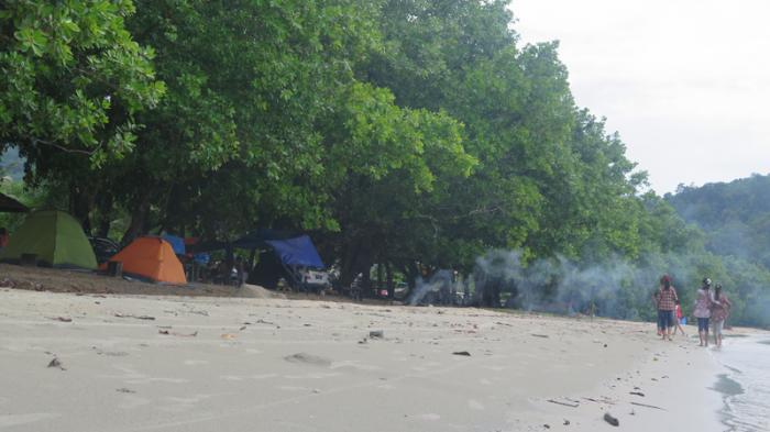 Di Pantai Pulau Datuk, Merayakan Tahun Baru Jauh dari Keramaian