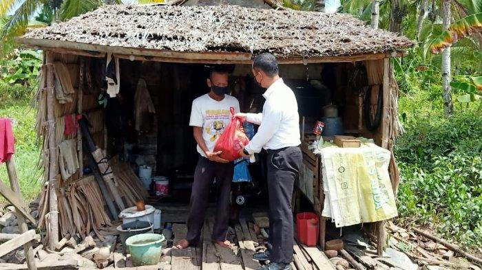 Ditreskrimsus Polda Kalbar Distribusikan 1000 Paket Sembako Kepada Warga Terdampak PPKM