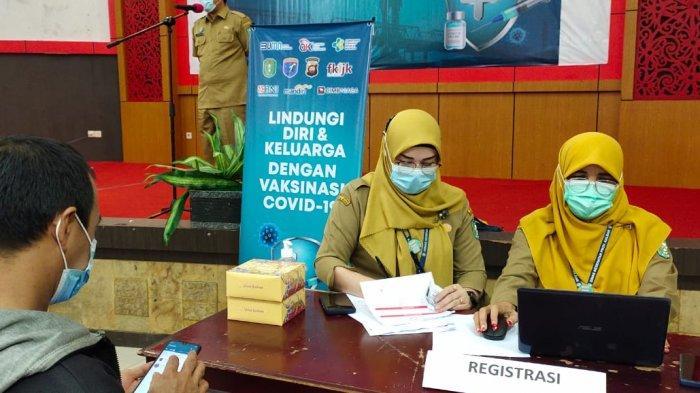 Peserta yang akan melakukan vaksinasi terlebih dahulu melakukan registrasi. Tersedia 3.708 kuota peserta vaksinasi massal.