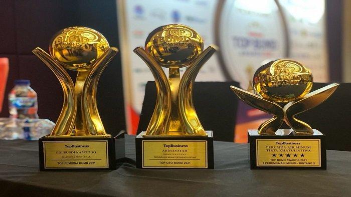 Tiga penghargaan di ajang Top BUMD Awards berhasil diraih Perumda Tirta Khatulistiwa.