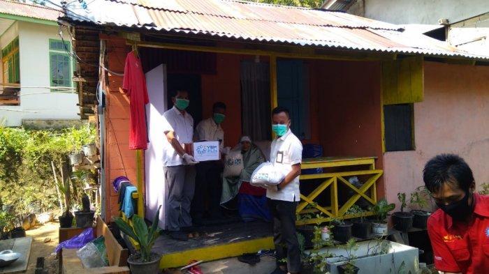 Yayasan Baitul Maal PLN Sanggau Salurkan Bantuan kepada Warga Kurang Mampu