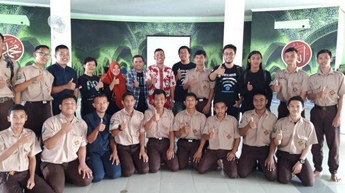 "Gandeng Earth Hour Indonesia, SMK-SMTI Pontianak Peduli ""Global Climate Change"""