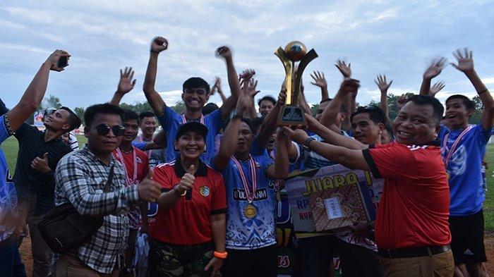 Taklukkan Kayan Hilir 3-0, Ambalau Juara Turnamen Sepakbola Bupati Cup 2019