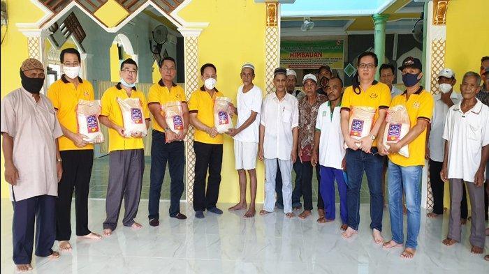 Tim Xing Fu Berikan Bantuan Pada Warga Pontianak, Pengurus Masjid Hingga Panti Asuhan