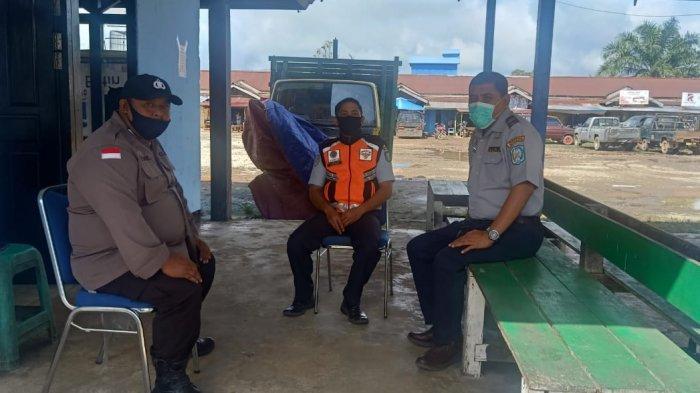 Laksanakan Patroli Dialogis, Ini Pesan Personel Polsek Putussibau Selatan pada Warga