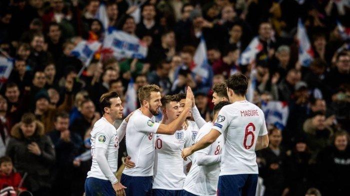 Pemain Timnas Inggris merayakan gol ke gawang Kosovo.