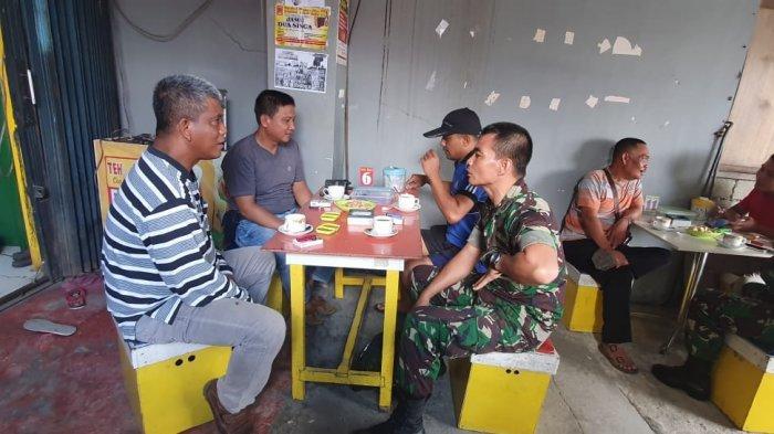 Tingkatkan Keakraban, TNI-Polri Putussibau Ngopi Bareng