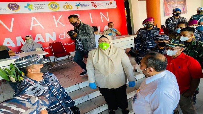 IPC Pontianak Fasilitasi Vaksinasi Massal di Pelabuhan Pontianak - tinjau-vaksinasi-di-pelabuhan-dwikora-pontianak.jpg
