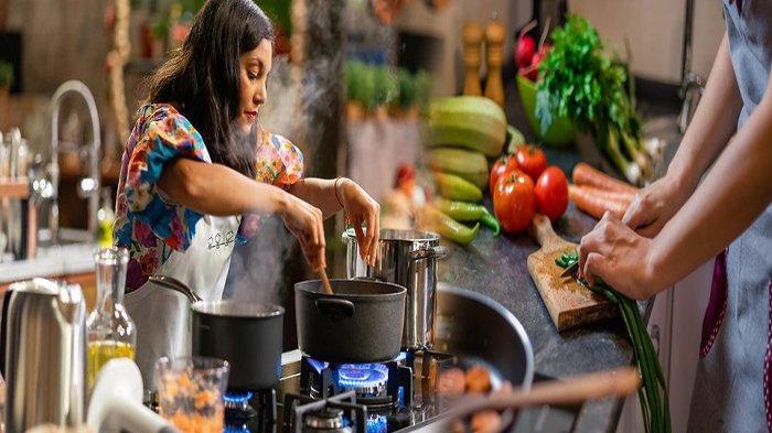 TIPS Mudah Siasati Masakan Keasinan Akibat Terlalu Banyak Masukan Garam