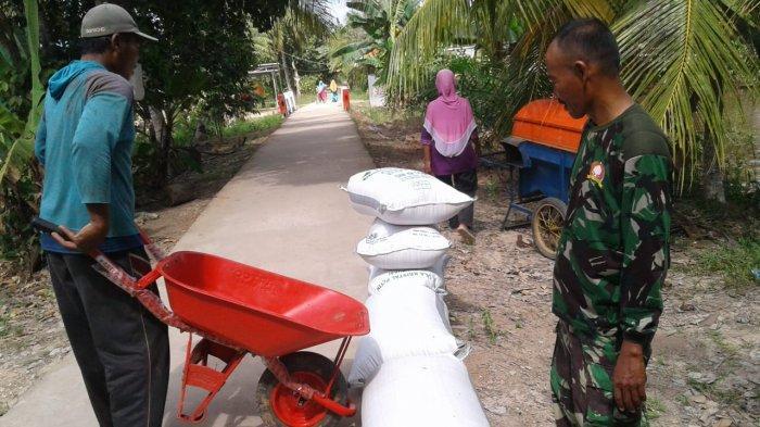 TMMD 105 Kodim 1011/Klk Kuala Kapuas Tingkatkan Kualitas Jalan Desa Wargo Mulyo Hingga 1,5 KM