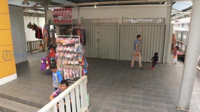 Foto-foto Toko di Lantai Dua Pasar Tengah Tutup, Pernah Diresmikan Presiden Joko Widodo - toko-di-pasar-tengah_20180527_153225.jpg