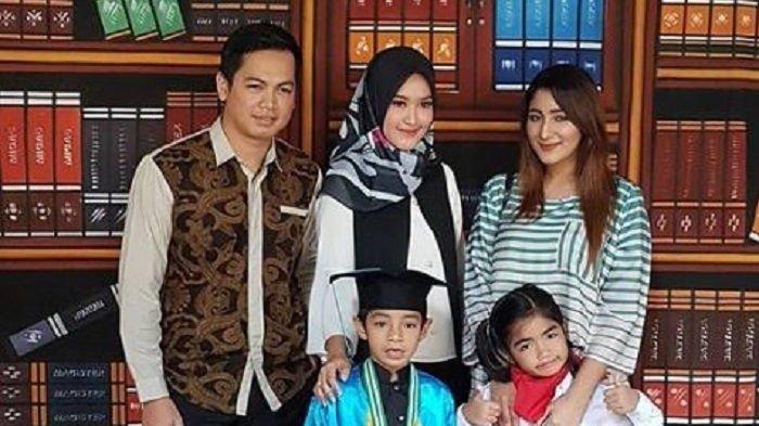 Anak Diwisuda, Tommy Kurniawan Pamer Kemesraan dengan Istri dan Mantan Istri