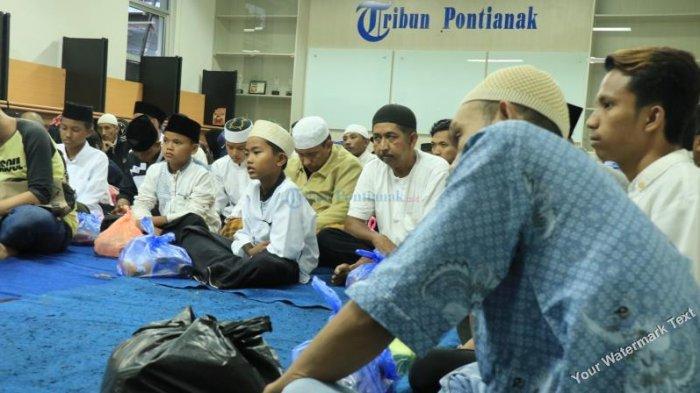 FOTO: Tribun Pontianak Buka Bersama dengan Karyawan, Agen dan Pengasong - tribun-buka-bersama01.jpg