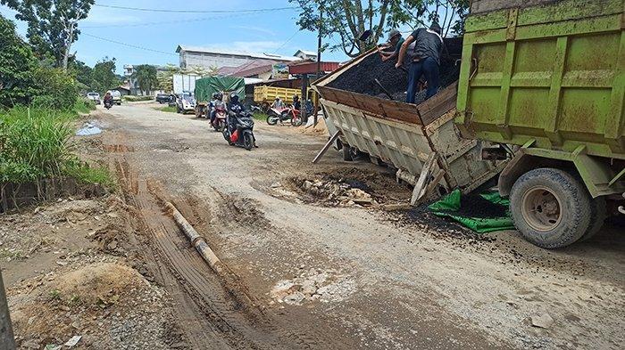 Jalan Provinsi Rusak Parah di Singkawang, Warga Minta Pemprov Segera Perbaiki