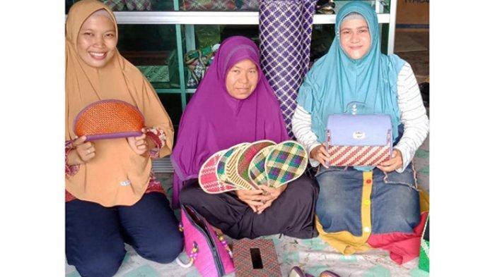 Berawal dari Hobi, Kerajinan Tangan Ida di Kayong Utara Tembus Pasar Global