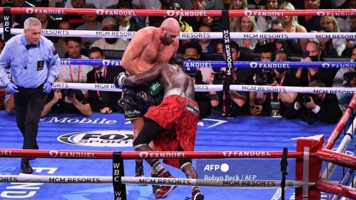 Tyson Fury Menang KO Lawan Deontay Wilder: Berikut Jalannya Pertarungan Fury vs Wilder di Tiap Ronde