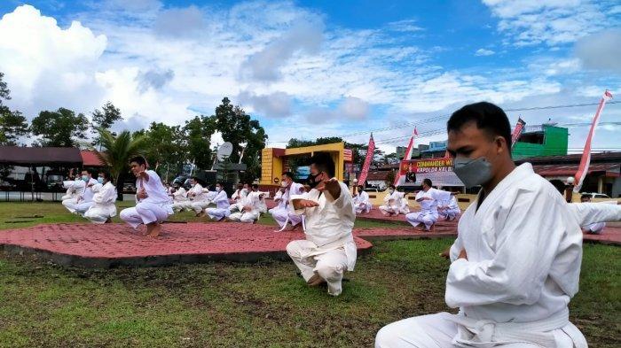 Sebanyak 69 personel Polres Bengkayang, Polda Kalbar mengikuti ujian bela diri, Selasa 13 Juli 2021.