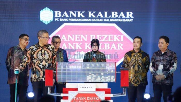 FOTO:  Panen Rejeki Bank Kalbar Periode 2019 di Hotel Aston Pontianak - undian-tingkat-bank-kalbar.jpg