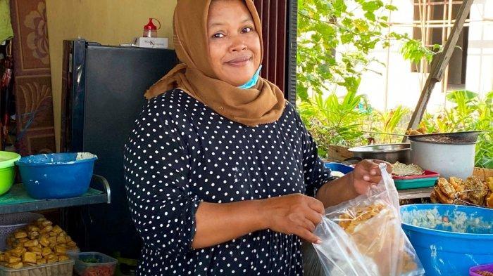 Sri Mulyani, Gigih Kembangkan Usaha Kue Pasar Hingga Omzet Jutaan