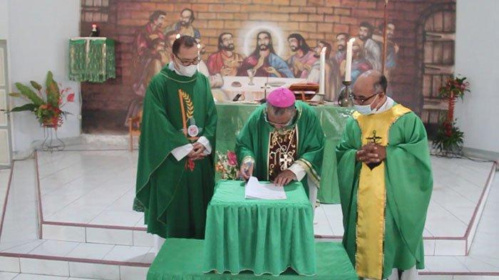 Uskup Agung Pontianak Mgr Agustinus Agus Dirikan Kuasi Paroki Monterado Bengkayang