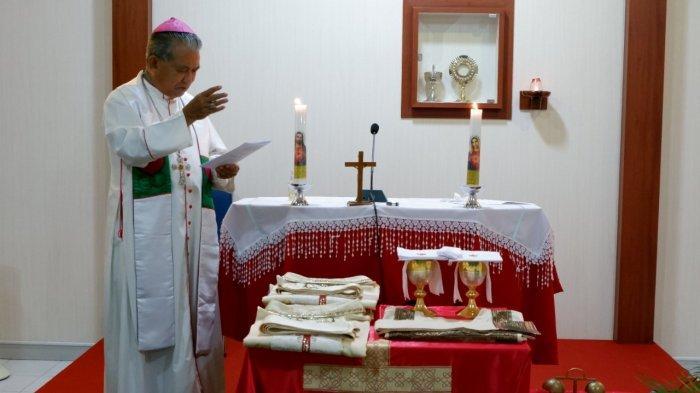 Uskup Agung Pontianak Mgr Agustinus Berkati Busana Calon Imam Tarekat MSA