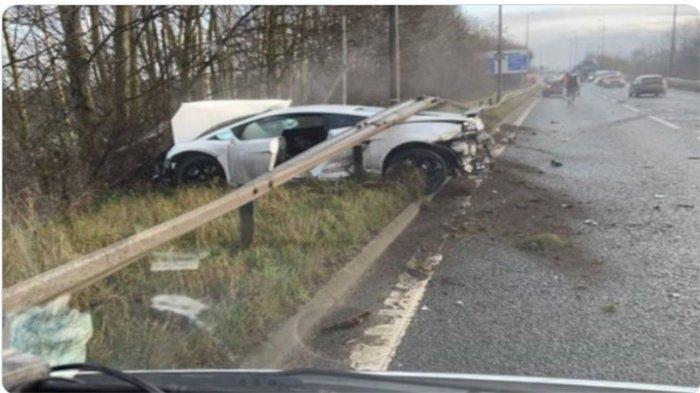 Sergio Romero Kiper Manchester United Kecelakaan, Mobil Rp 3 Miliar Ringsek Tabrak Pembatas Jalan
