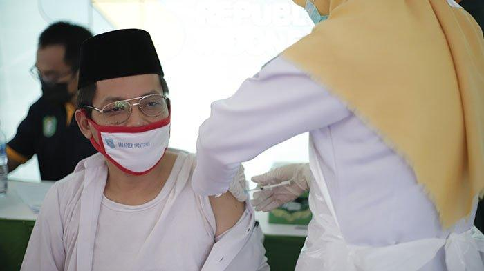 Kabid SMA Disdik Kalbar Sebut Vaksinasi Guru SMA/SMK di Pontianak Berlangsung Dua Hari - vaksinasi-massal-tahap-dua-untuk-petugas-layanan-publik-provinsi-kalimantan-barat-1.jpg