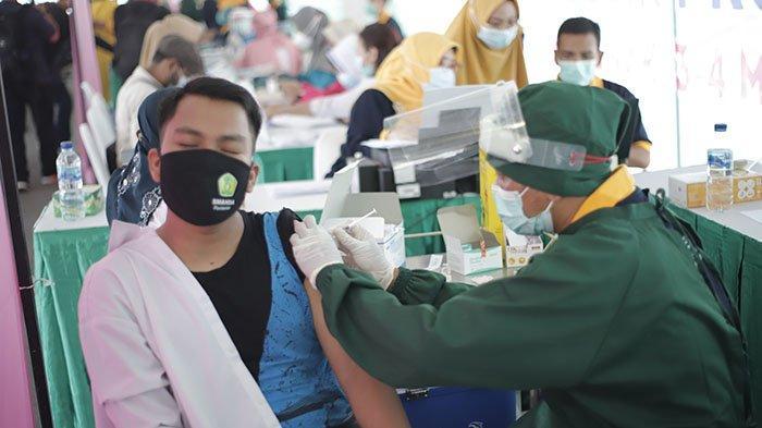 Kabid SMA Disdik Kalbar Sebut Vaksinasi Guru SMA/SMK di Pontianak Berlangsung Dua Hari - vaksinasi-massal-tahap-dua-untuk-petugas-layanan-publik-provinsi-kalimantan-barat-4.jpg
