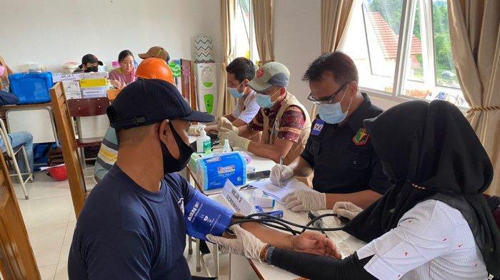 Polres Sanggau Gelar Vaksinasi Massal di PT ASP Penyeladi