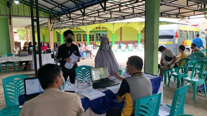Polres Sanggau Gelar Vaksinasi Covid-19 Massal, Sasar Warga di Lingkungan Masjid Mujahidin