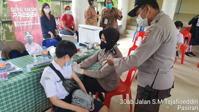 Kasat Binmas Polres Singkawang Lakukan Pengecekan Vaksinasi di SMP Pengabdi