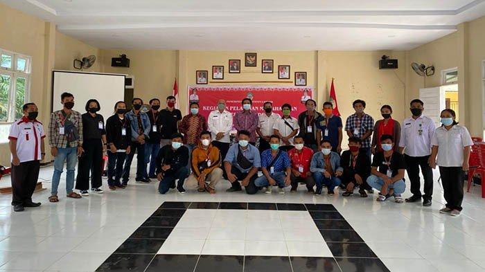 Disporapar Landak Latih Pemuda Dalam Keterampilan Memahat dan Editing Video