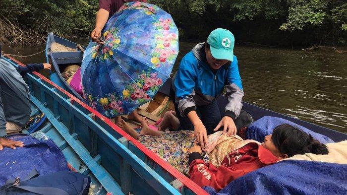 Kisah Ibu Hamil di Sintang Naik Perahu Lima Jam Lewati Sungai Demi Melahirkan di Puskesmas