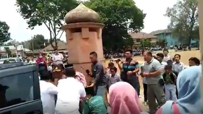 Video Detik-detik Menko Polhukam Wiranto Ditusuk di Pandeglang Banten